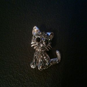 Jewelry - Rhinestone Kitty  gray cat brooch pin